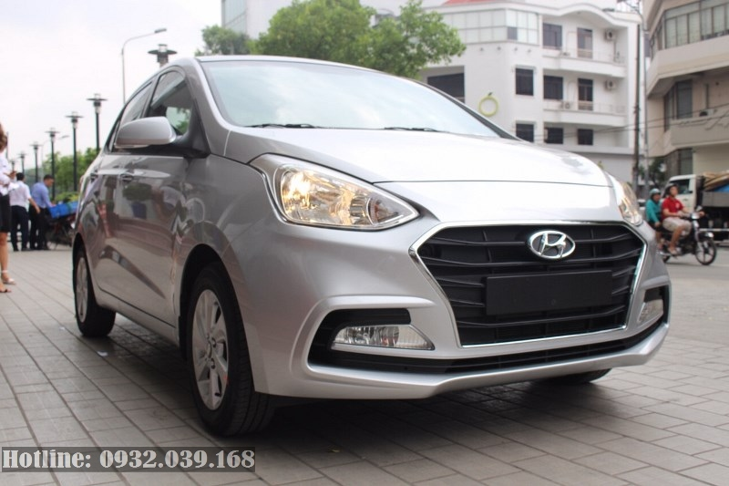 Hyundai Grand i10 sedan 4 cửa màu bạc